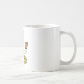 Mascotte noire de personnage de dessin animé de mug blanc