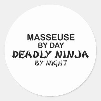 Masseuse Ninja mortel par nuit Sticker Rond