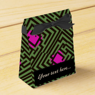 Maze Pattern with Pink Dots Custom Text Wedding Favor Box