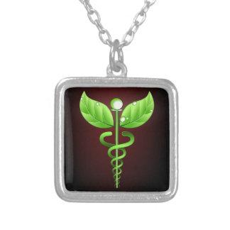 Médecine douce verte de caducée rouge foncé pendentif carré