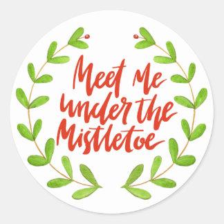 Meet me under the mistletoe - Christmas Wreath Classic Round Sticker