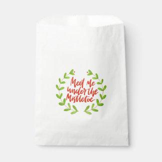 Meet me under the mistletoe - Christmas Wreath Favour Bag
