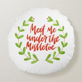 Meet me under the mistletoe - Christmas Wreath Round Pillow
