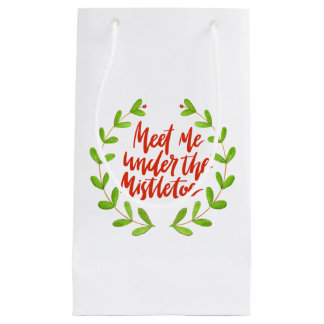 Meet me under the mistletoe - Christmas Wreath Small Gift Bag