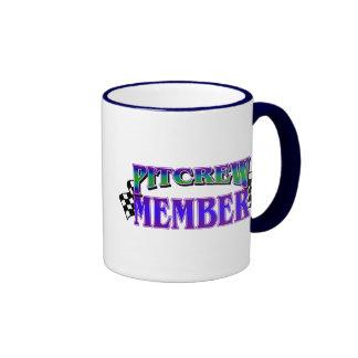 Membre d'équipe du stand de ravitaillement mugs