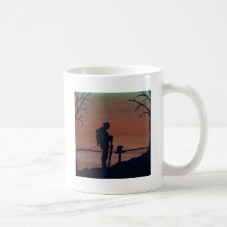 Memorial, Veternas Day, silhouette solider at grav Coffee Mug