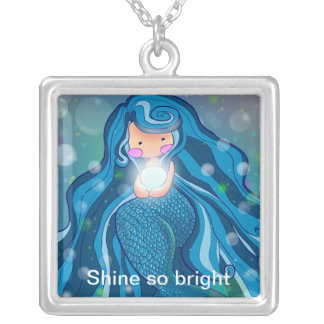 Mermaid with bright pearl Necklaces