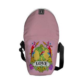 Mini Messenger Bag Munchi Power! LOVE HEARTS PINK