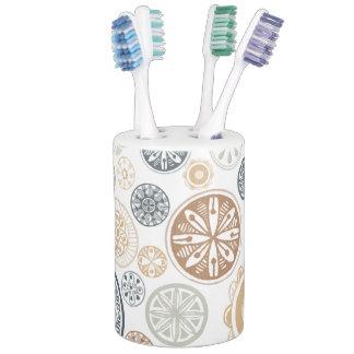 Modern Medallion neutral toothbrush holder