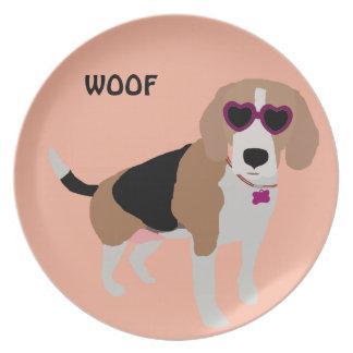Modern tri-color beagle dog plate