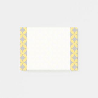 Modern Yellow and Gray Circle Pattern Post-it Notes