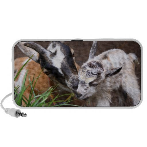 Mom and Baby Goat Travelling Speaker