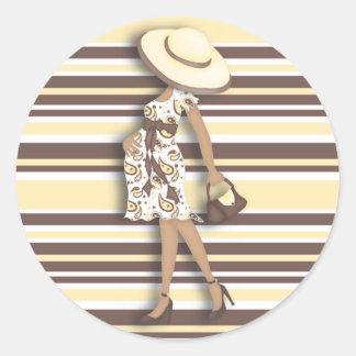 Mom to Be (dark skin) Yellow & Brown Striped Classic Round Sticker
