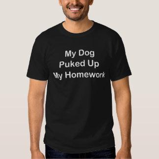 Mon chien a vomi vers le haut de mon travail tee-shirts