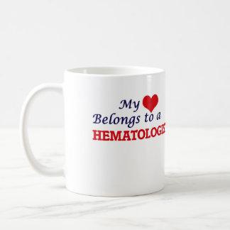 Mon coeur appartient à un hématologue mug blanc
