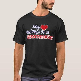 Mon coeur appartient à un hématologue t-shirt
