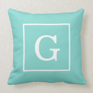 Monogramme initial encadré par blanc de turquoise  coussin