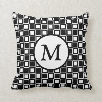 Monogramme noir et blanc de damier oreiller