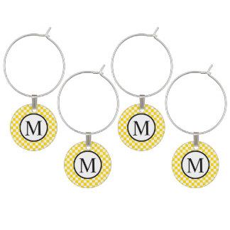 Monogramme simple avec le damier jaune marque-verres