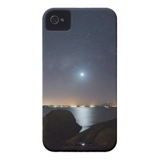 Moonset over Queen's Beach iPhone 4 Case