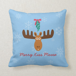 Moose Head_Merry Kiss Moose_Happy Gnu Year! Throw Pillow