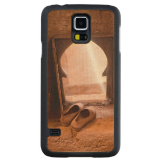 Moroccan Shoes At Window Carved Maple Galaxy S5 Case