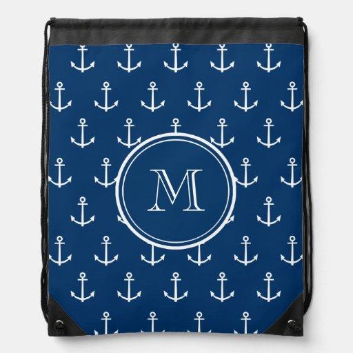 Motif blanc d'ancres de bleu marine, votre monogra sac avec cordons