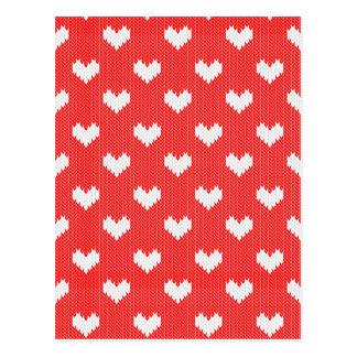 Motif blanc de coeurs de Knit sur l'amour rouge Carte Postale