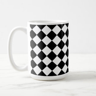 Motif blanc noir de contrôle de diamant mug blanc
