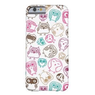 Motif coloré mignon de hibou dans le rose et le coque iPhone 6 barely there