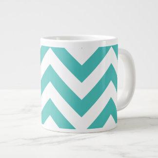 Motif de Chevron de zigzag dans bleu-clair Mug Jumbo