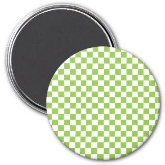 Motif de damier de vert jaune magnet rond 7,50 cm