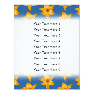 Motif de lis tigré sur le bleu carton d'invitation 10,79 cm x 13,97 cm