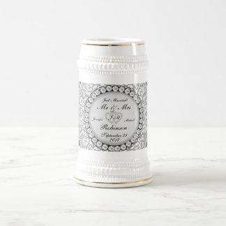 Motif de mariage de monogramme de deux coeurs chope à bière