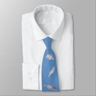 Motif de plume blanche sur le bleu - élégant et cravate