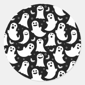 Motif heureux de fantômes adhésifs ronds