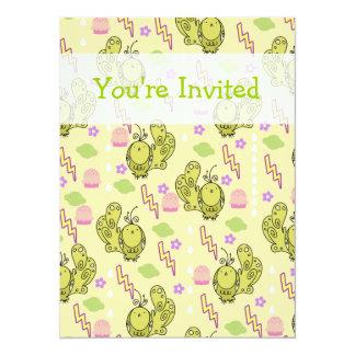 Motif mignon de jaune d'oiseau de tonnerre cartons d'invitation