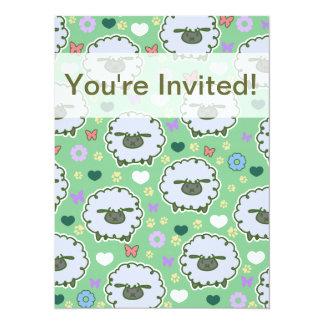 Motif mignon de vert de moutons blancs carton d'invitation  13,97 cm x 19,05 cm