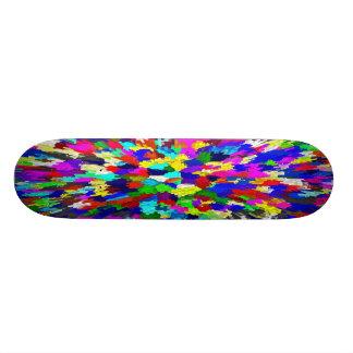Motif multicolore de cristaux skateboard