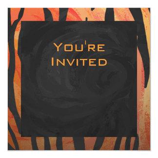 Motif orange de tigre de monogramme et noir chaud carton d'invitation  13,33 cm