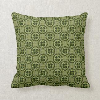Motif vert chanceux de shamrock oreiller