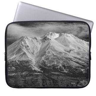 MOUNT SHASTA IN BLACK AND WHITE LAPTOP SLEEVE