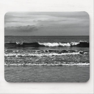 Mouse pad with black and white photo of the ocean