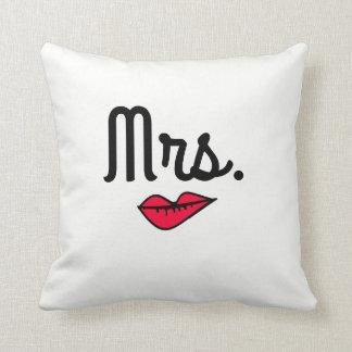 Mrs. and Mr. decorative pillow set