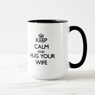 Mug Gardez le calme et étreignez votre épouse