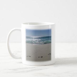 Mug with a beach and a Bible verse (Psalm 89:15)
