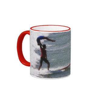 Mug with tandem surfers a vintage style