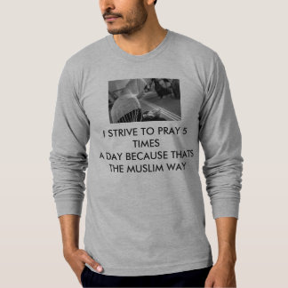 MUSLIM  WOMEN PRAYING T-Shirt