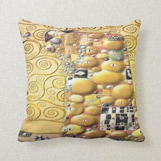 My Klimt Serie : Embrace Throw Pillow
