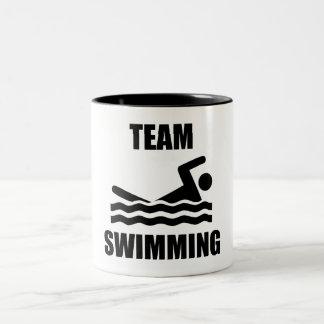 Natation d'équipe mug